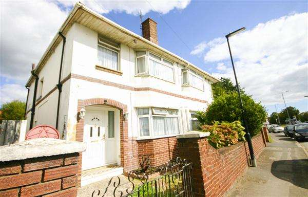 3 Bedrooms Semi Detached House for sale in Millbrook Road, Southampton