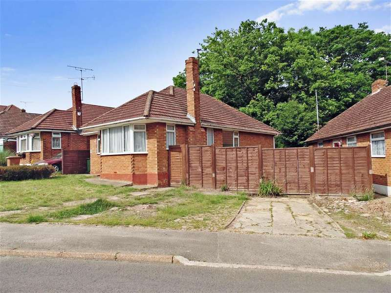3 Bedrooms Bungalow for sale in Grange Crescent, St. Michaels, Tenterden, Kent