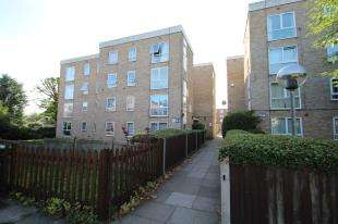 2 Bedrooms Flat for sale in St. James Road, Sutton