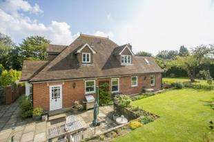 4 Bedrooms Detached House for sale in Cross Lane, Ticehurst, Wadhurst, East Sussex