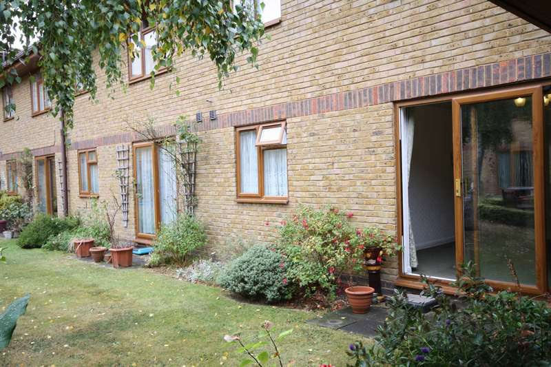 1 Bedroom Flat for sale in Allington Court, South Green