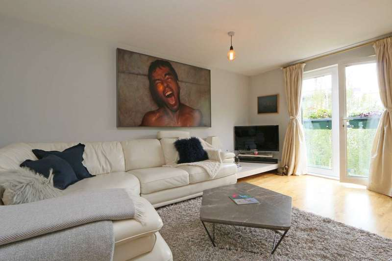 2 Bedrooms Flat for sale in Stane Grove, Clapham North
