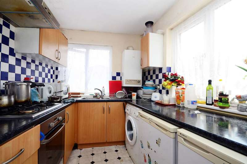 2 Bedrooms Flat for sale in Fallsbrook Road, Streatham, SW16