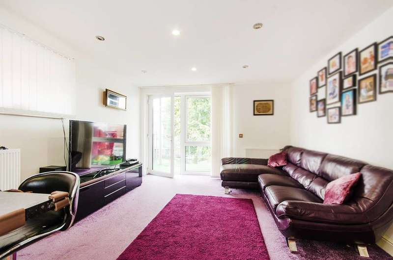 2 Bedrooms Flat for sale in Juniper Close, Rayners Lane, HA2