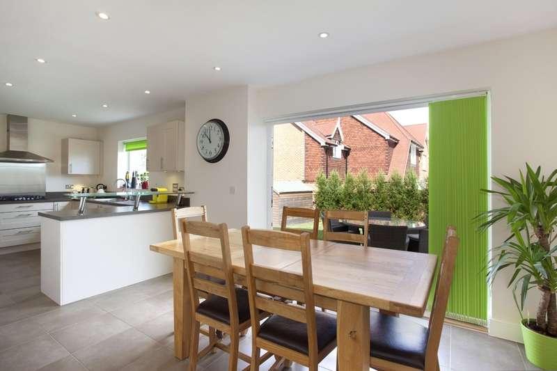 5 Bedrooms Detached House for sale in The Brambles, Billingshurst