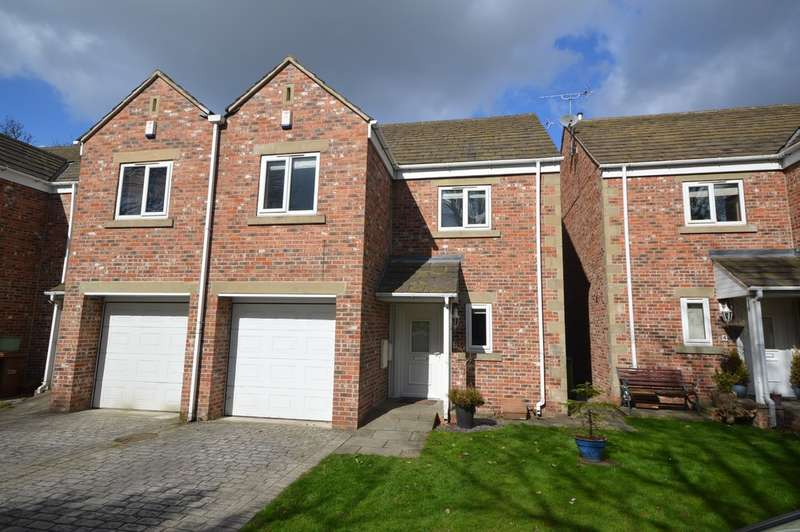 3 Bedrooms Town House for sale in Chevet Mews, Sandal, Wakefield