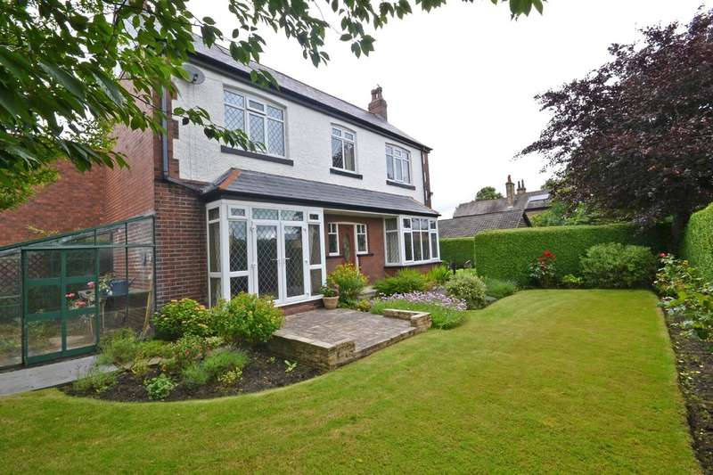 4 Bedrooms Detached House for sale in Fearnley Avenue, Ossett