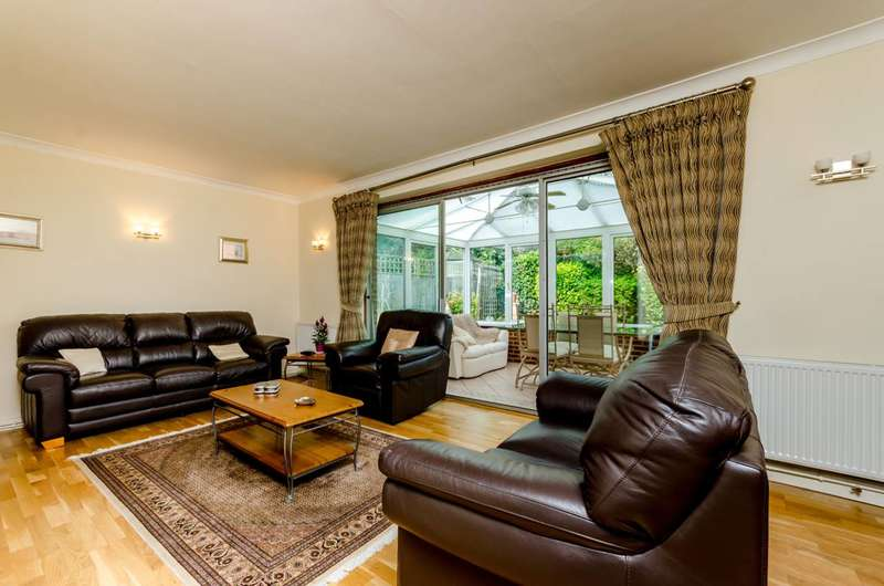 3 Bedrooms Bungalow for sale in Bassett Close, Sutton, SM2