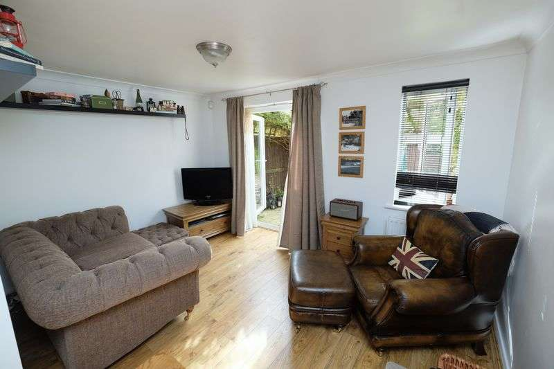 2 Bedrooms Terraced House for sale in Shorts Avenue, Bedford