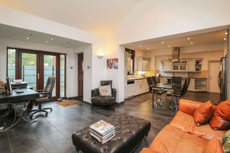 3 Bedrooms Detached House for sale in ROBINS LANE, CULCHETH