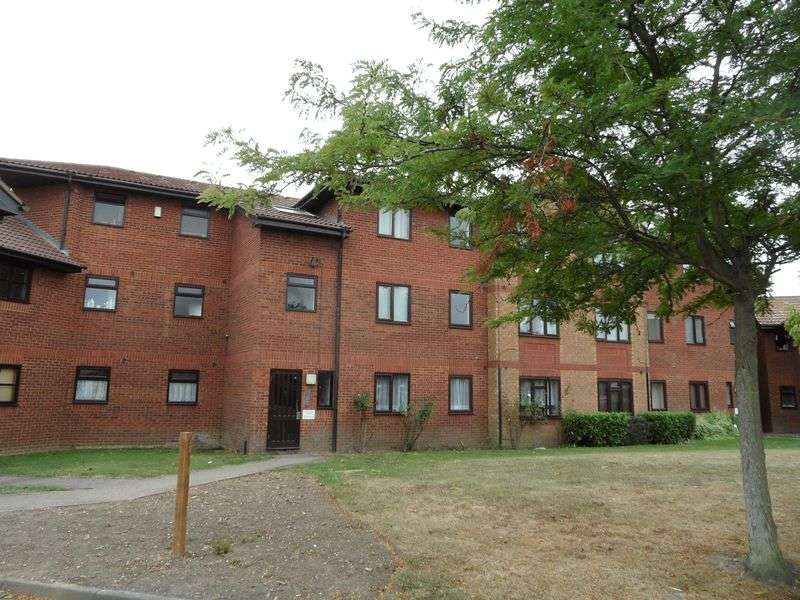 2 Bedrooms Flat for sale in Two Bedroom Second Floor Flat in Arisdale Avenue, South Ockendon, Essex