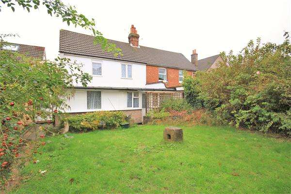 4 Bedrooms Semi Detached House for sale in Gladstone Road, Poole