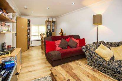 2 Bedrooms Maisonette Flat for sale in Hornsey Rise, London