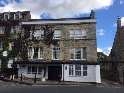2 Bedrooms Flat for sale in Talbot Apartments, Market Place, Tetbury, Gloucestershire