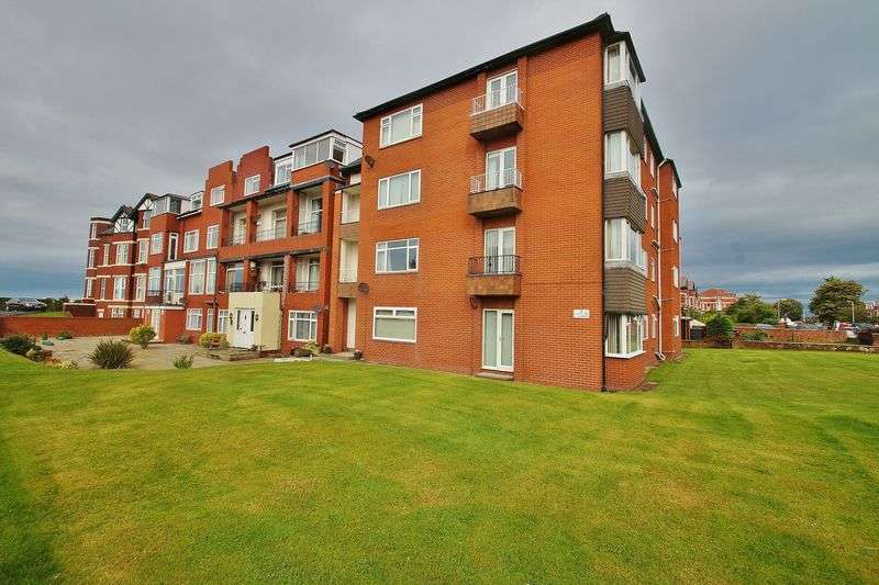 3 Bedrooms Flat for sale in Albany Road, Southport