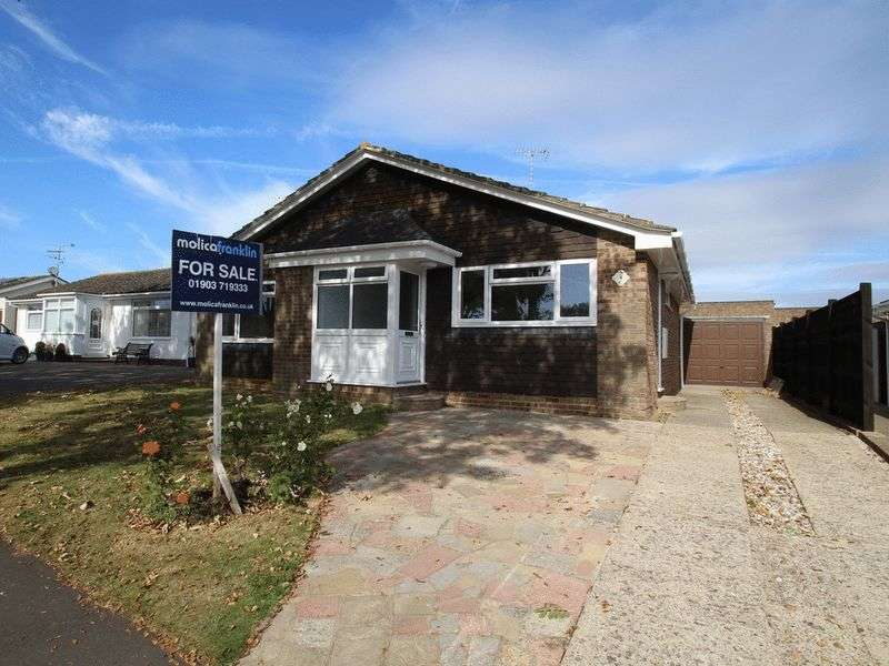 3 Bedrooms Detached Bungalow for sale in Neptune Way, Littlehampton