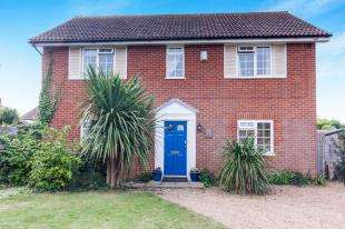 4 Bedrooms Detached House for sale in South Cliff Avenue, Bexhill-On-Sea, East Sussex, .