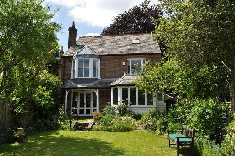 4 Bedrooms Detached House for sale in Ailsa Road, St. Margarets Trust Grounds