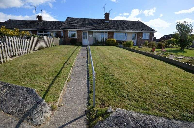 2 Bedrooms Bungalow for sale in Carisbrooke Gardens, Yeovil