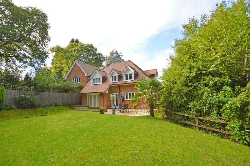 4 Bedrooms Detached House for sale in Hurstmere Close, Grayshott