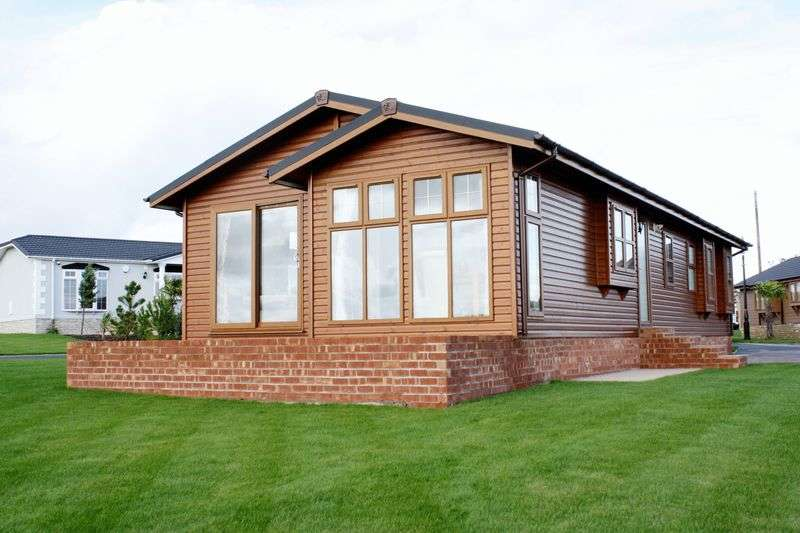 2 Bedrooms Bungalow for sale in Wyre Country Park, Wardleys Lane, Hambleton, Poulton-Le-Fylde, Lancashire, FY6 9DX