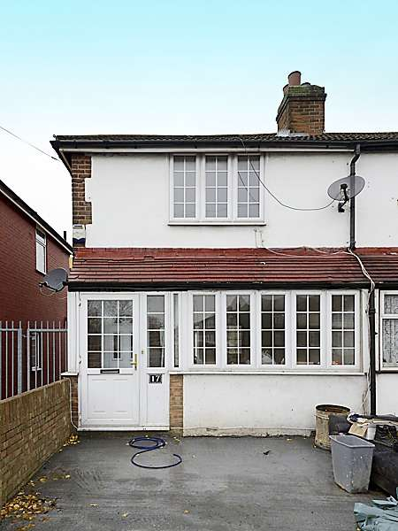 2 Bedrooms Semi Detached House for sale in Lansbury drive, Hayes, Middlesex, UB4