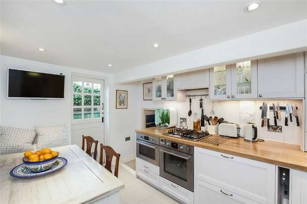 3 Bedrooms Semi Detached House for sale in The Embankment, Twickenham