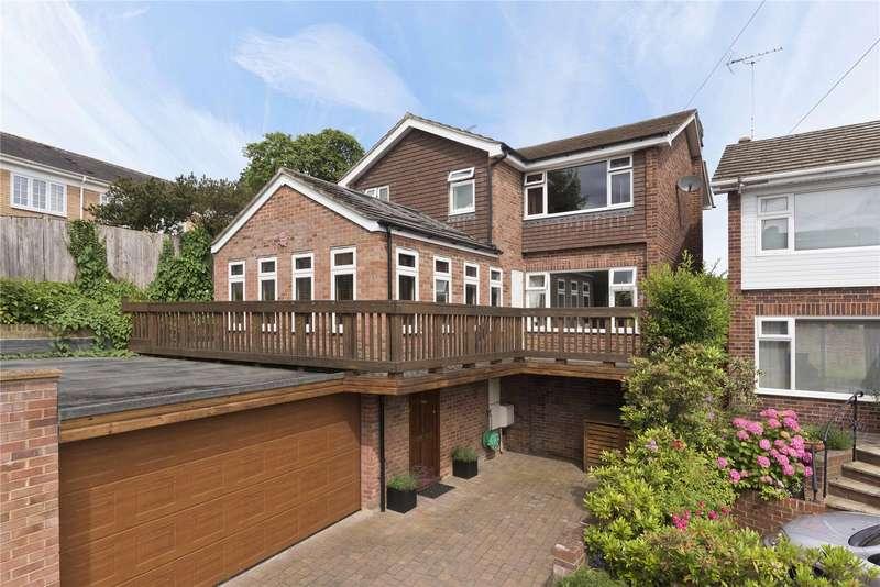 4 Bedrooms Detached House for sale in Vale Court, Weybridge, Surrey, KT13