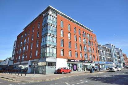 2 Bedrooms Flat for sale in 445 Southchurch Road, Southend-On-Sea, Essex