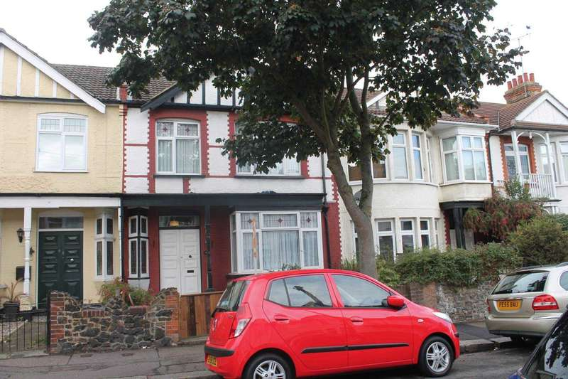 3 Bedrooms Terraced House for sale in Brightwell Avenue, Westcliff On Sea