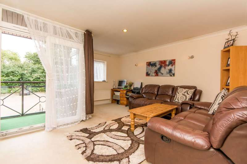 2 Bedrooms Flat for sale in Henderson Court, Woodside Park, N12