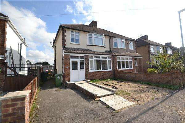 3 Bedrooms Semi Detached House for sale in Shortwood Avenue, Staines