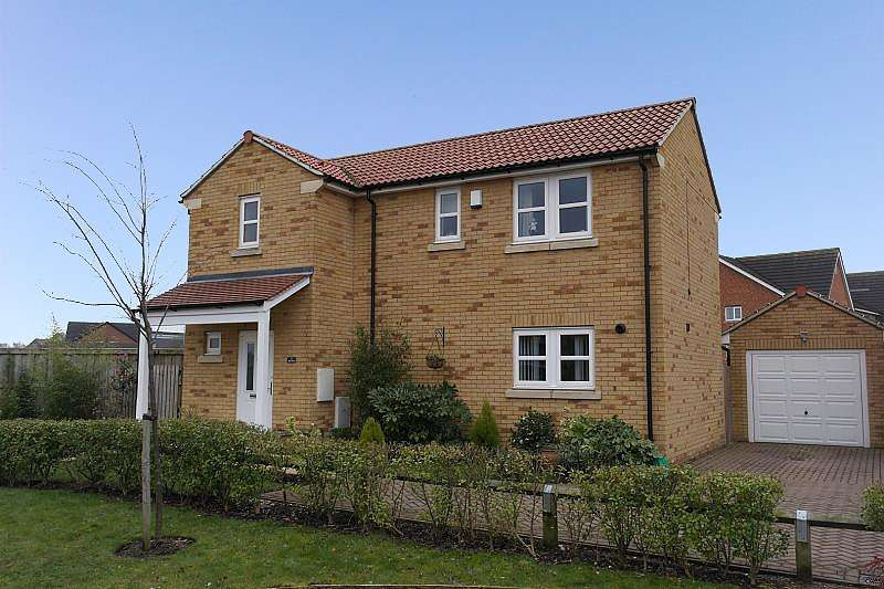 3 Bedrooms Detached House for sale in The Oval, Farsley, LS28
