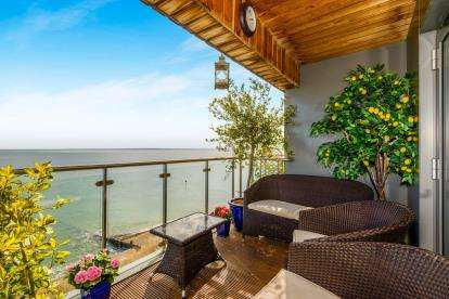 2 Bedrooms Flat for sale in Shoeburyness, Southend-On-Sea, Essex