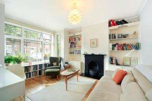 2 Bedrooms Maisonette Flat for sale in Cowley Road, Barnes, London, .