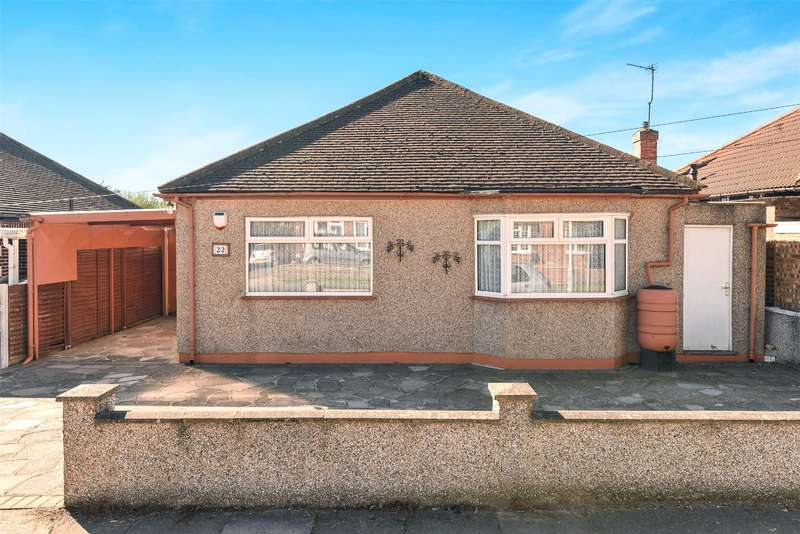 2 Bedrooms Bungalow for sale in Hardy Avenue, Ruislip, Middlesex, HA4
