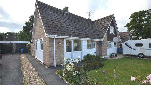 2 Bedrooms Semi Detached Bungalow for sale in Lambert Crescent, Blackwater, Surrey
