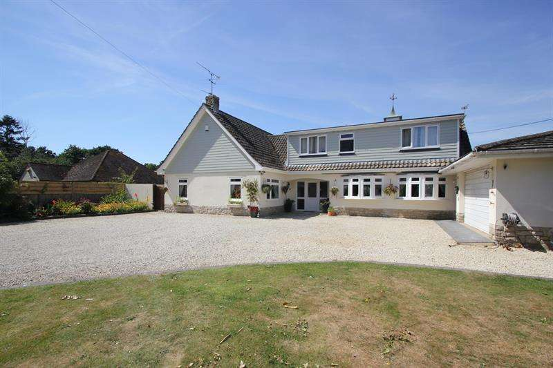 4 Bedrooms Chalet House for sale in Church Road, Three Legged Cross, Wimborne