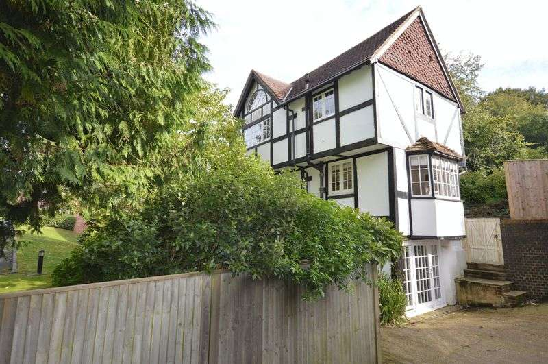 3 Bedrooms Detached House for sale in Kings Road, Haslemere