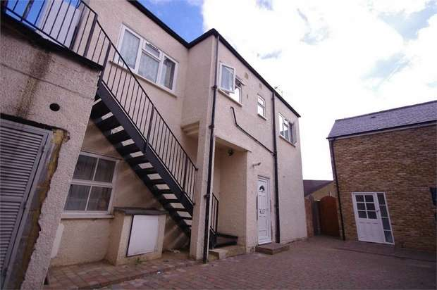 2 Bedrooms Flat for sale in Queens Road, WATFORD, Hertfordshire