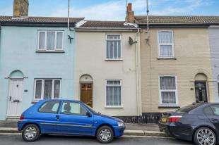 2 Bedrooms Terraced House for sale in Cross Street, Gillingham, Kent, .