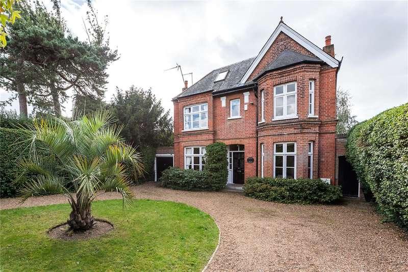 5 Bedrooms Detached House for sale in Hanworth Road, Hampton, TW12