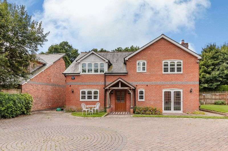 4 Bedrooms Detached House for sale in North Baddesley, Southampton, SO52 9ED