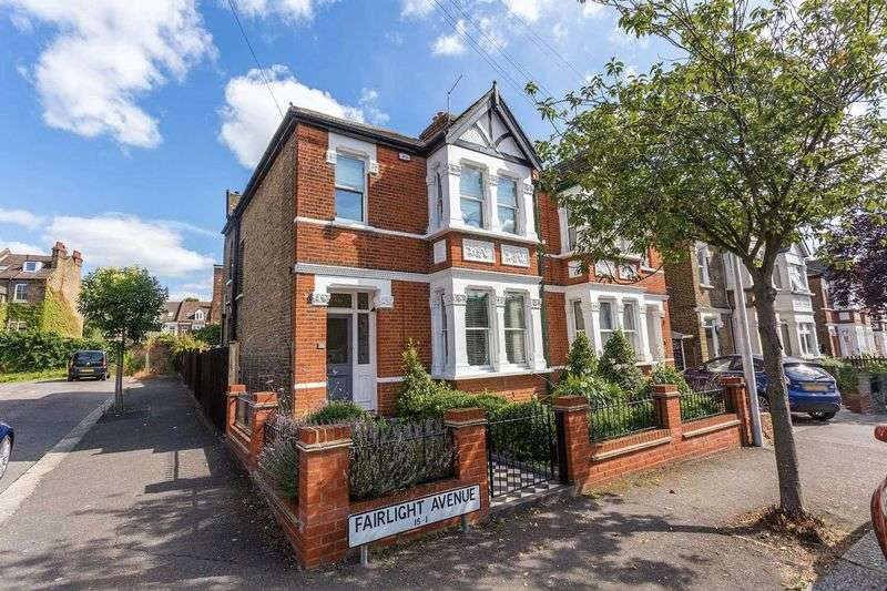 4 Bedrooms Semi Detached House for sale in Fairlight Avenue, Woodford Green