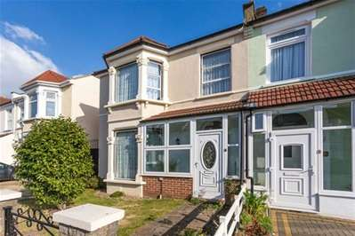 3 Bedrooms House for sale in St. Albans Road, Ilford