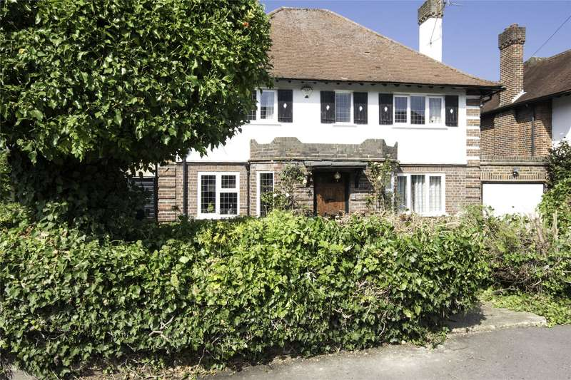 4 Bedrooms Detached House for sale in Hillcrest Gardens, Esher, Surrey, KT10