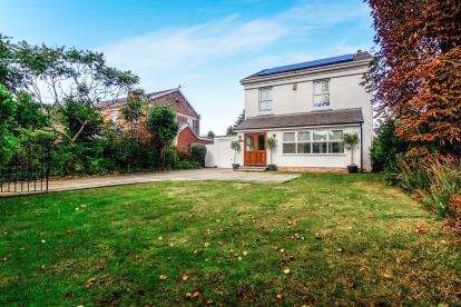 4 Bedrooms Detached House for sale in Ryeground Lane, Formby, Merseyside, L37