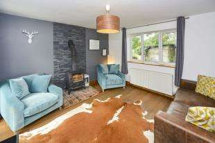 4 Bedrooms End Of Terrace House for sale in Hollis Row, Common Road, Redhill, Surrey