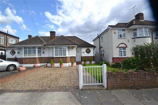 2 Bedrooms Bungalow for sale in West View, Bedfont