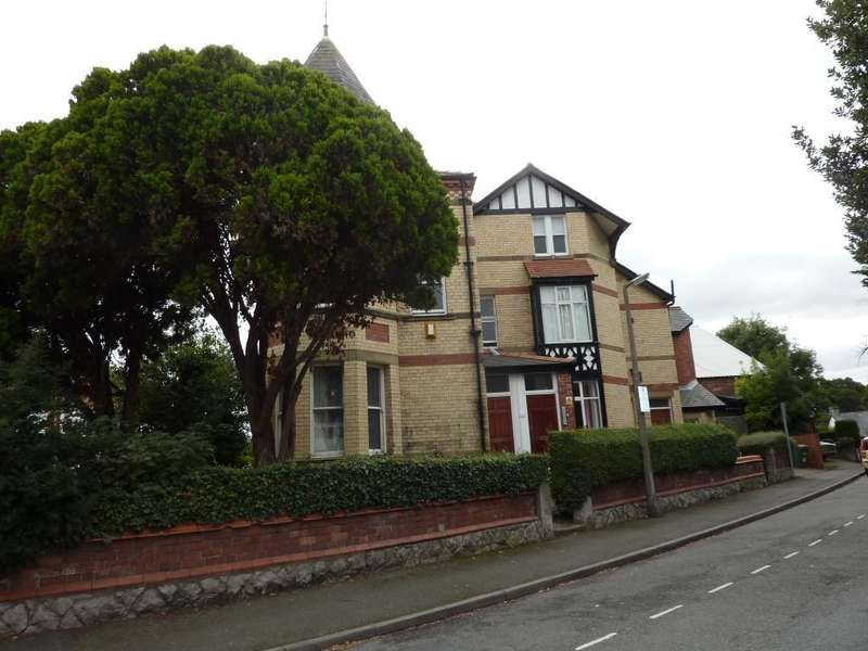 1 Bedroom Flat for sale in Station Road, Colwyn Bay, Conwy, LL29 9PW